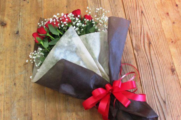 赤薔薇20本とかすみ草の花束