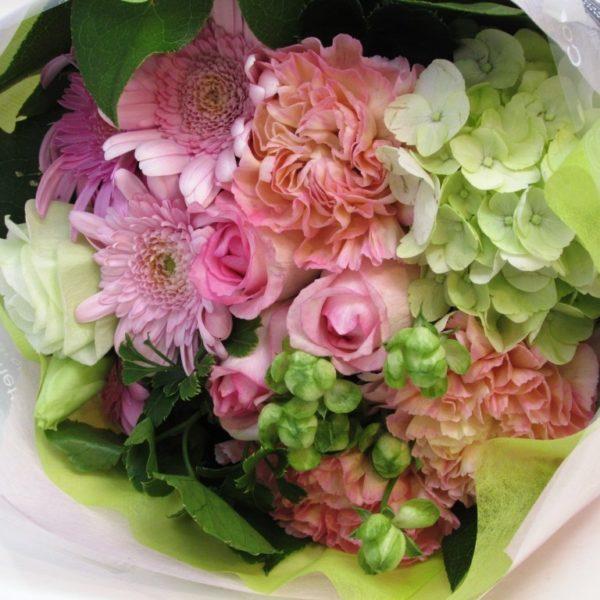 お誕生日の花束 ラウンドブーケ ピンク系