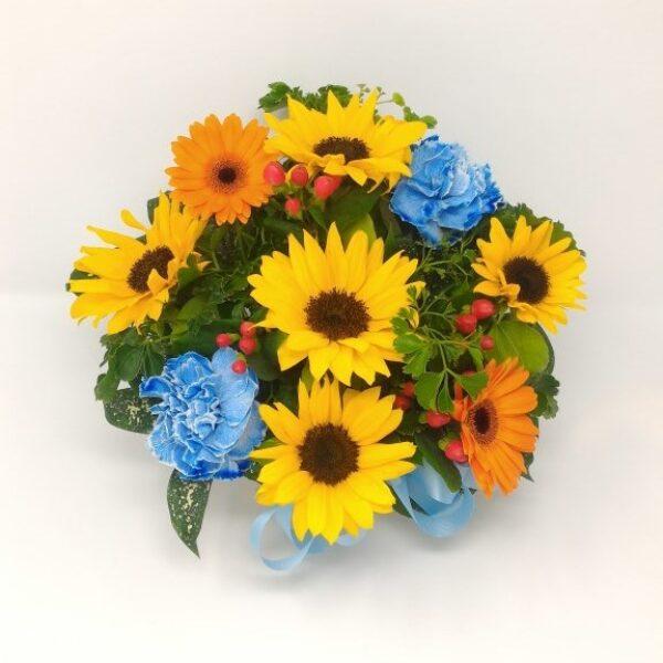 ひまわりと青いお花のアレンジメント