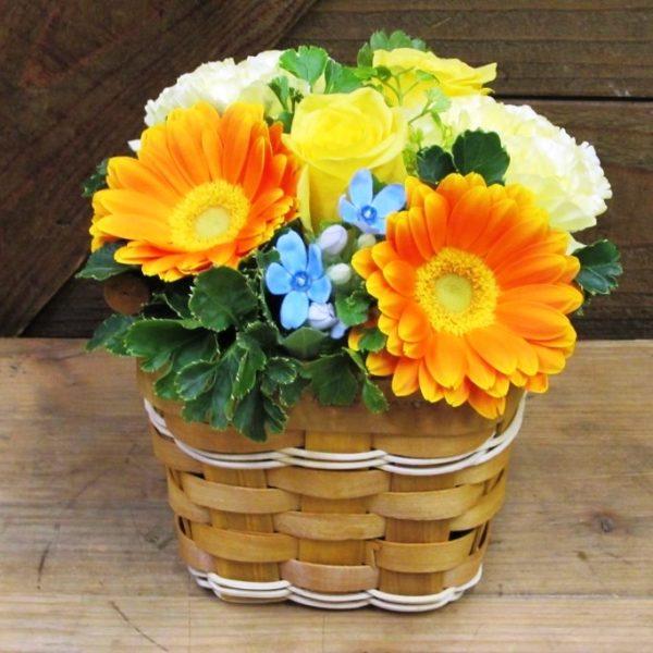 木製パニエバスケットのアレンジメント黄色オレンジ系