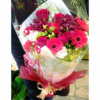 季節のお花たっぷりおまかせ長い形の花束-赤系