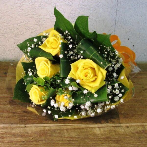 黄色系の薔薇とかすみ草のブーケ