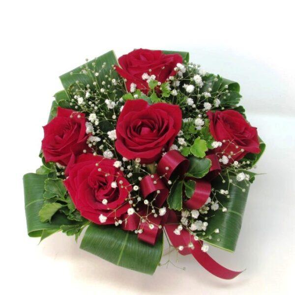 赤い薔薇とかすみ草のアレンジメント