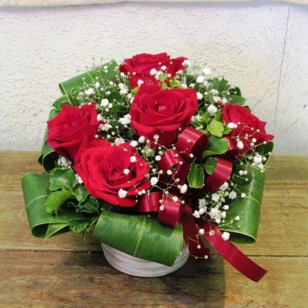 赤薔薇とかすみ草のアレンジメント