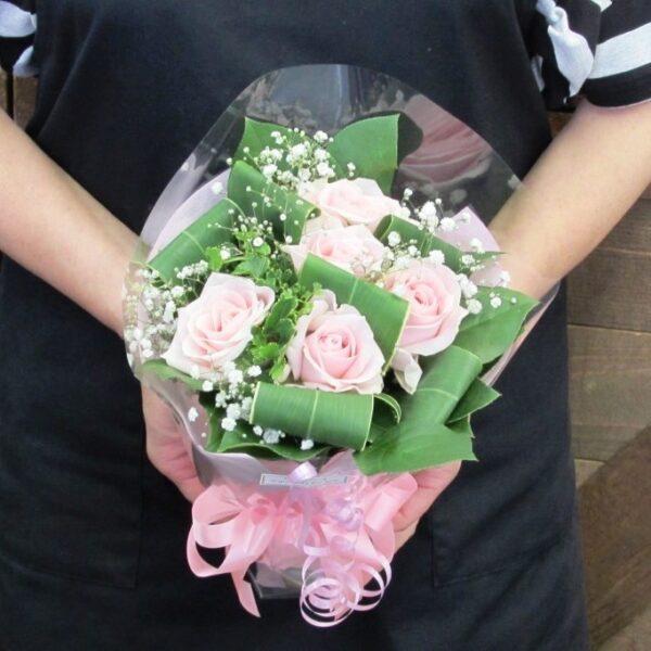 ピンク系薔薇とかすみ草のブーケ