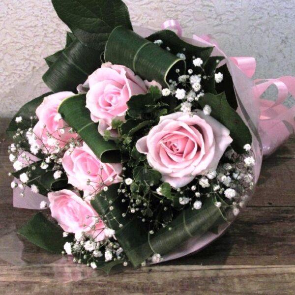ピンク系の薔薇とかすみ草のブーケ