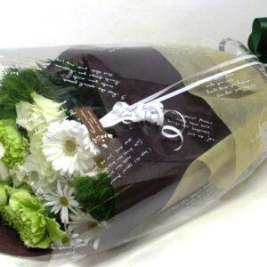 季節のお花たっぷりおまかせ長い形の花束 -白グリーン系