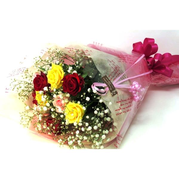 三色のバラの花束