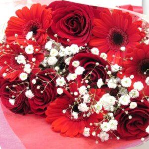Fire-赤いガーベラと薔薇とかすみ草の花束